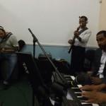 Musicos durante o louvor